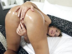 Good Girl With Curves Oils Up Her Big Natural Breasts