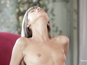 Skinny Girl Likes Reverse Cowgirl Fucking For Her Cunt