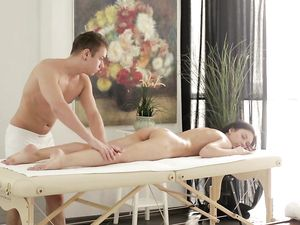 Masseur Forgets About Rubbing Her To Fuck His Girl