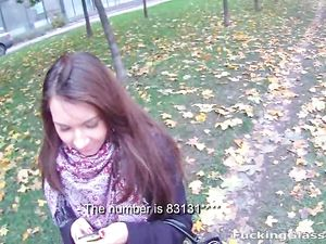 Picking Up A Sexy Amateur Girl In The Park