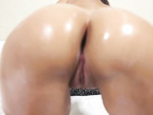 Cute Ass Chick Sucking Dick And Fucking In Sexy POV
