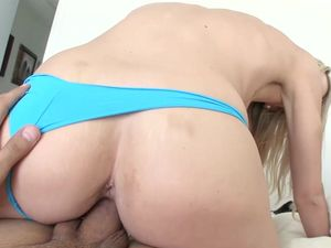 Public Flashing Hottie Really Wants To Fuck Her Man