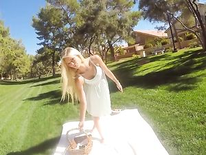 Take A Beauty On A Picnic And Fuck Her Hot Pussy