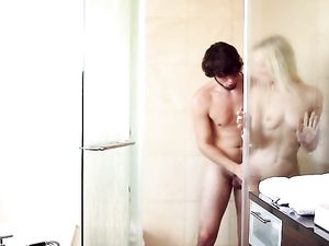 Showering With His Tiny GF Makes The Guy So Horny