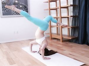 Bending Yoga Babe Jenna Ross Any Way He Wants For Sex
