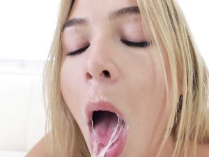 Hoover Like Mouth Sucks Cock With Passion