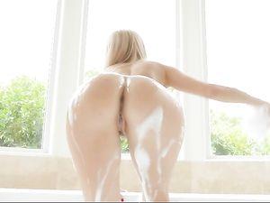 Alexis Fawx Fucks After A Beautiful Bubble Bath