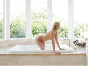 Alexis Fawx Fucks After A Beautiful Bubble Bath